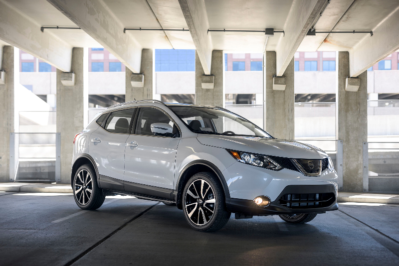 sporty spice the 2017 nissan rogue sport sl awd morrie 39 s brooklyn park nissan. Black Bedroom Furniture Sets. Home Design Ideas